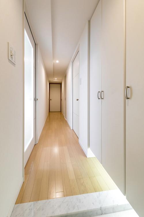 玄関から続く廊下