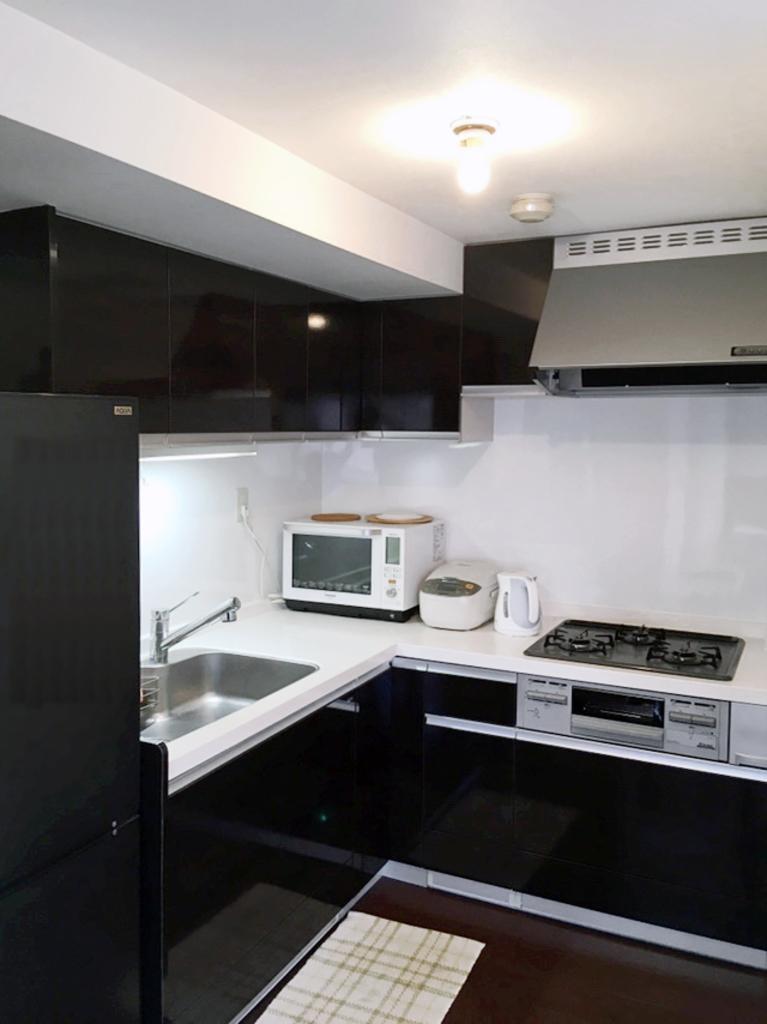 忙しいときでも一度にたくさんの料理が作れるグリル付き3口システムキッチンです。
