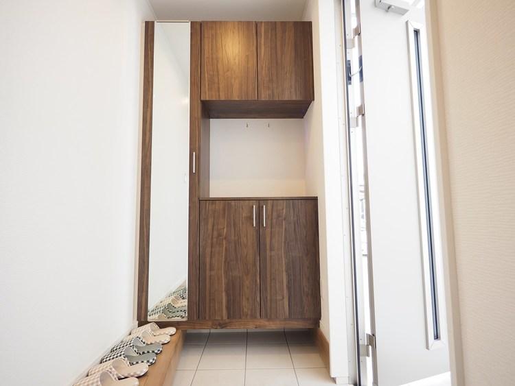 お家に出会う人々を出迎える玄関だからこそ、広々清潔感あふれる空間にしたいものです。
