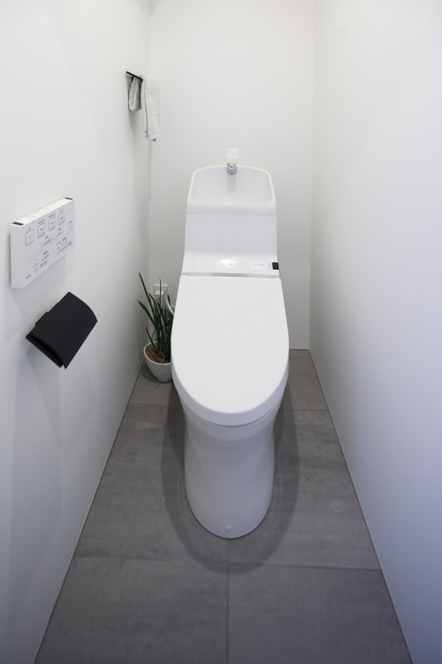 トイレにはTOTO製洗浄便座付きトイレを新規交換しました。