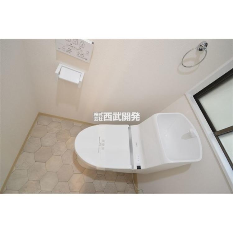 ウォシュレットと小窓が嬉しいトイレ
