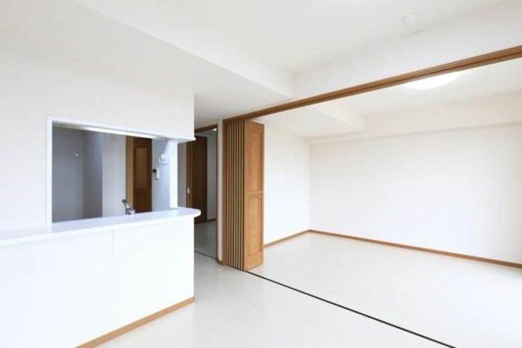 【リビングと一体の居室】可動式間仕切りを閉めれば居室に、開ければ解放感のある1フロアになります。