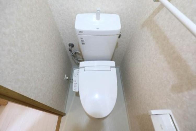 【トイレ】いつも清潔なスペースであってほしいのが毎日使うトイレです。掃除がしやすいのはもちろん、落ち着けるスペースとして機能することも大切です。