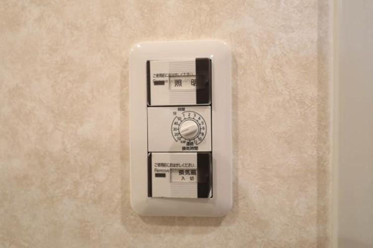 【浴室乾燥スイッチ】浴室乾燥機があると、梅雨や花粉の時期など、洗濯物を外干しできないときにとても助かりますよね