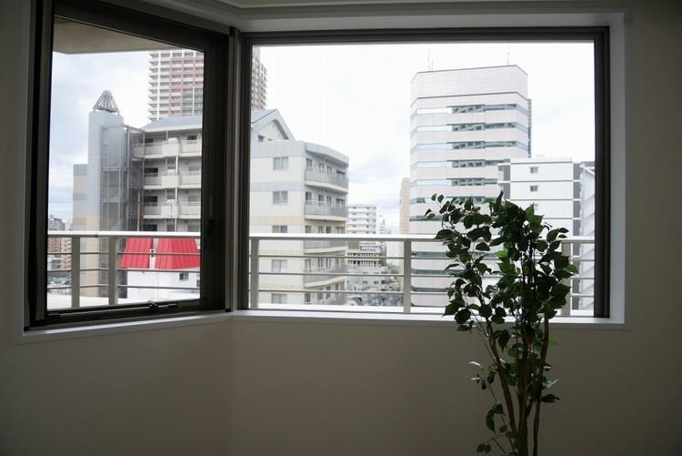 【眺望良好】少し優雅に、眺望の良い部屋で新生活をしてみませんか? 高層階や建物自体が高台などに立地していたり、眺望や窓からの景色が良いと、家で過ごす時間も快適です。