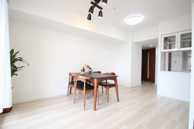 【リビング】充実した生活は伸びやかな居室空間から始まります。快適に・伸びやかに。心の潤いを求める方々へ。