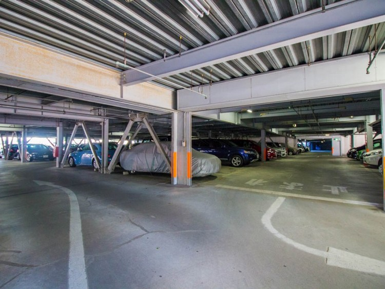 毎日の生活にマイカーが必須という方は、購入を検討する際、駐車場があるか要チェックです。