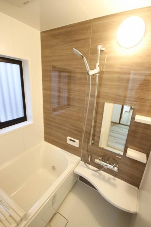 <浴室>一日の疲れを癒してくれるお風呂空間。使いやすさと上質な質感を両立して、単なる習慣から特別な時間に変わるはず。