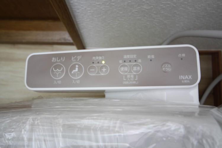 <洗浄機能付トイレ>快適な生活を送るための必須アイテムとなった洗浄機能付トイレ。おしり洗浄、ビデ洗浄、暖房便座の3つの機能を標準装備しています