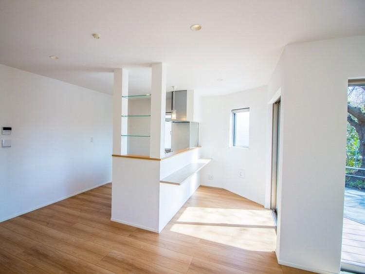 明るく広々としたリビングはとても快適な空間です。良質な環境と心やすらぐ住空間。