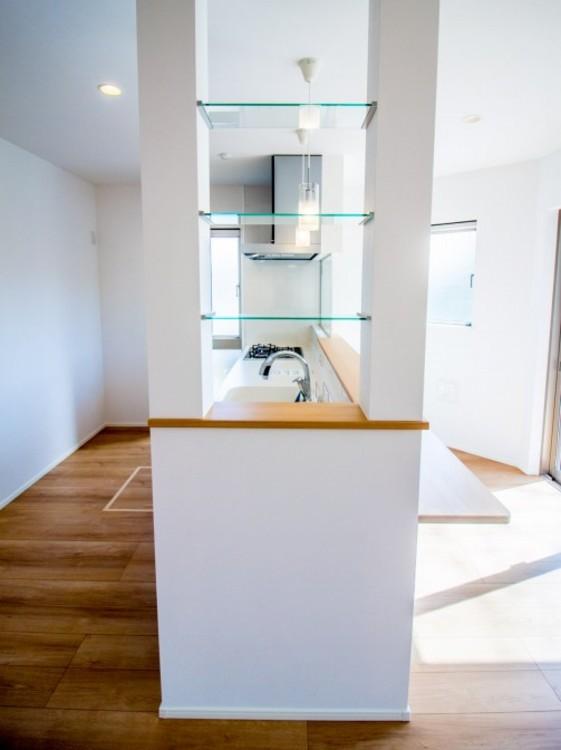 カウンターキッチン 開放感あるリビングを見ていると家事も楽しくなります。
