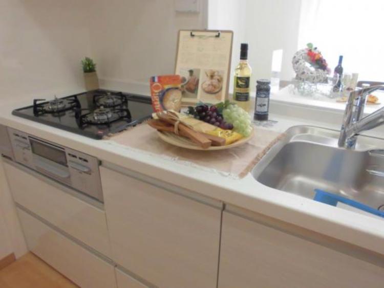 奥様憧れのシステムキッチン!毎日のお料理が楽しくなりますね!