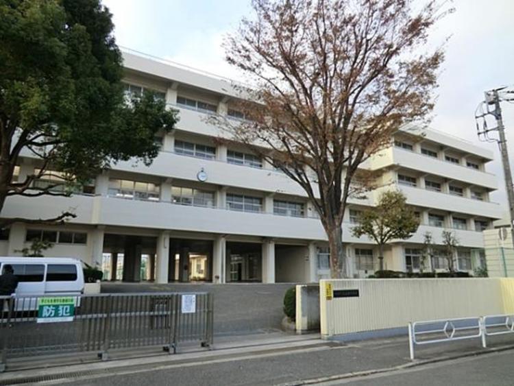 横浜市立丸山台中学校 約270m