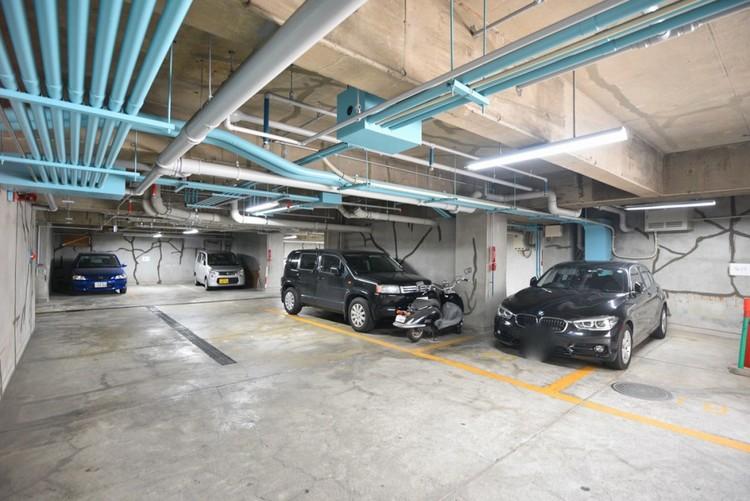 【駐車場】毎日の生活にマイカーが必須という方は、購入を検討する際、駐車場があることは大事な条件です。毎日の通勤や家族の送迎、買い物やお出かけなどクルマのある暮らしを満喫したい方は要チェック。