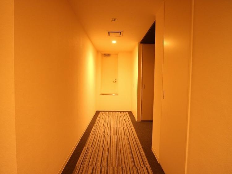 プライバシー性の高いホテルライクな内廊下設計。建物内での快適なアプローチが可能です。  食器を洗っている間にお掃除など、様々なシーンで家事の時短に役立つ食洗機。省スペースのビルトインタイプを採用致しました。