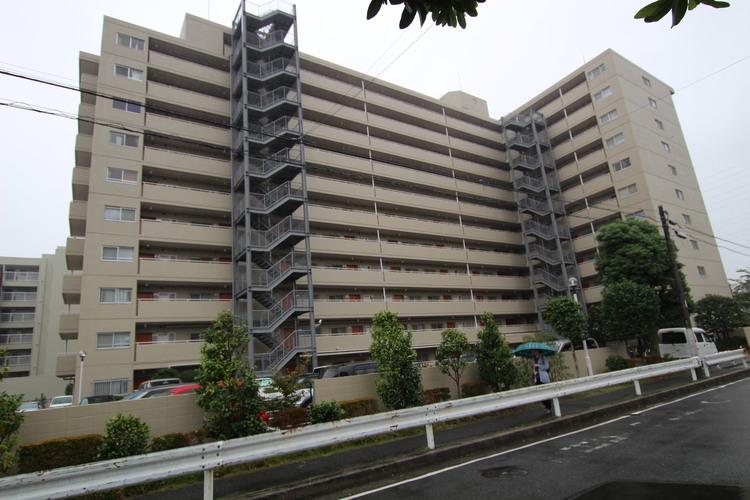 JR総武中央線「下総中山」駅徒歩5分の好立地。管理体制良好の大規模マンション