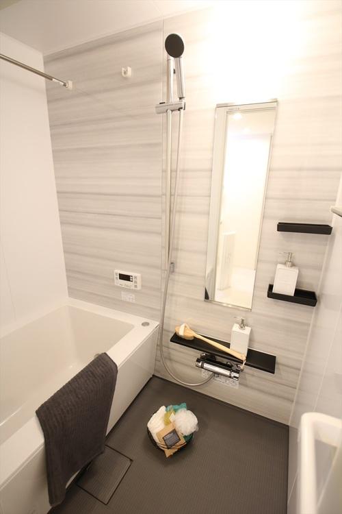 浴室には、雨の日にも嬉しい浴室乾燥機付です