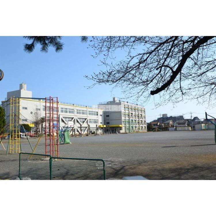 藤沢小学校(約590m)