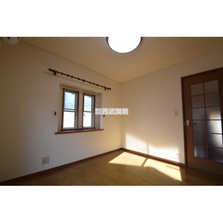 照明器具とカーテンレールがついておりますので、ご入居時の初期費用が抑えられます。