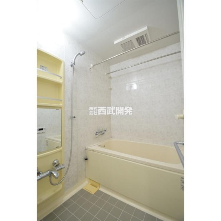 浴室乾燥機付で、夜にお洗濯をする方でも安心です。