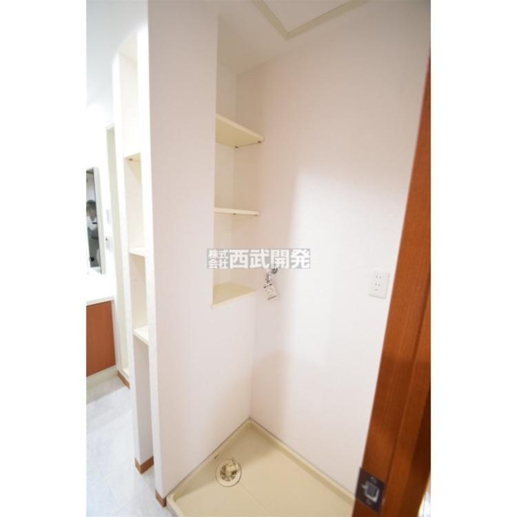 洗面室の物入れはとても便利!洗濯物やお着替え、タオルに洗剤などいろいろ納まります 。