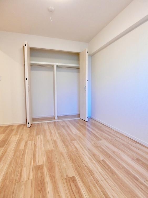 洋室は、ダブルベッドも置ける大きさです。