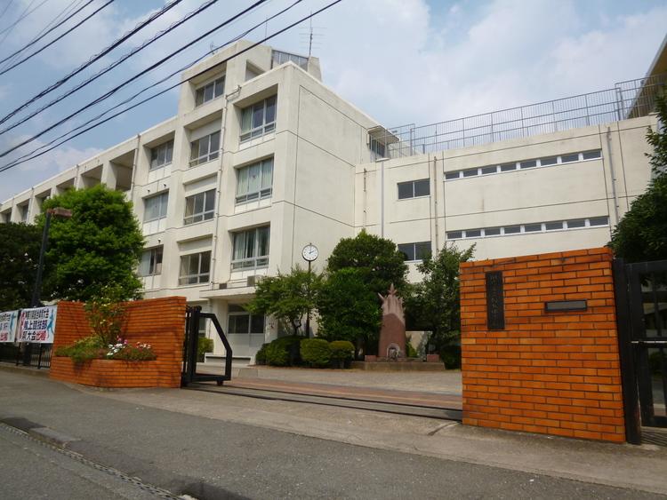 川崎市立向丘中学校 1040m
