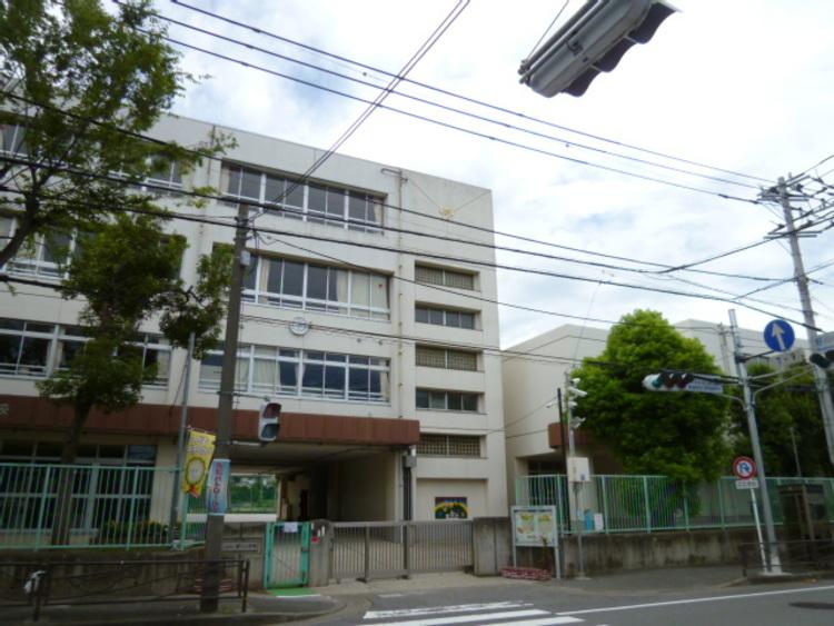 野川小学校 1300m