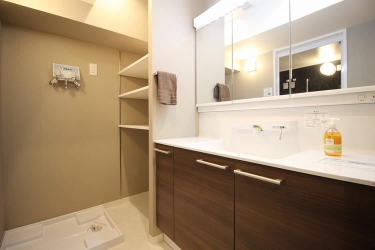 棚付き洗面スペース
