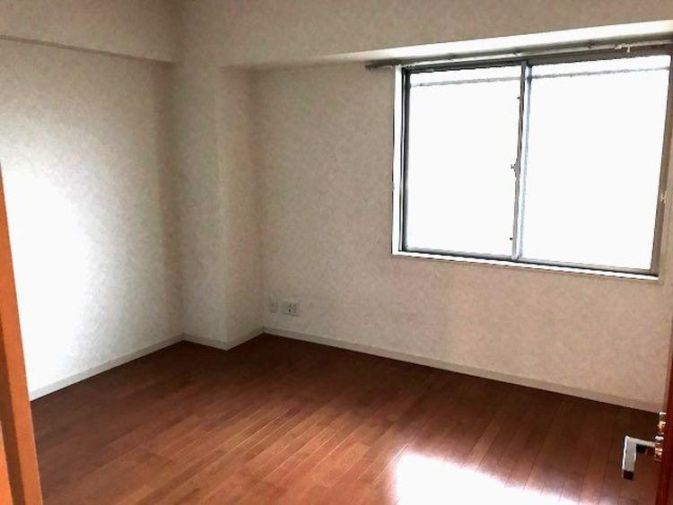 洋室約7.0帖 大きな窓がある洋室は、たくさんの陽射しとお部屋に取り入れてくれます