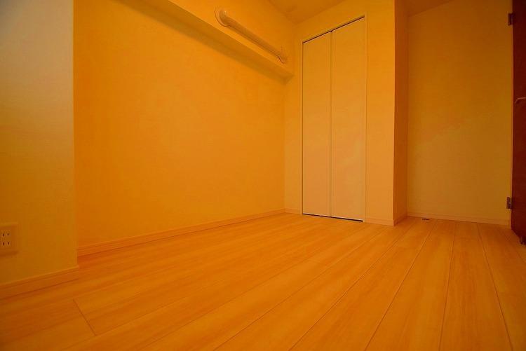 収納スペース付き洋室約4.5帖