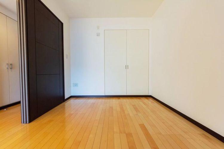 「洋室」約5.0帖 リビングとつながる収納を備えた洋室