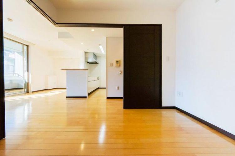 「洋室」約5.0帖 引戸を開けるとLDKの一体の空間として使えます。