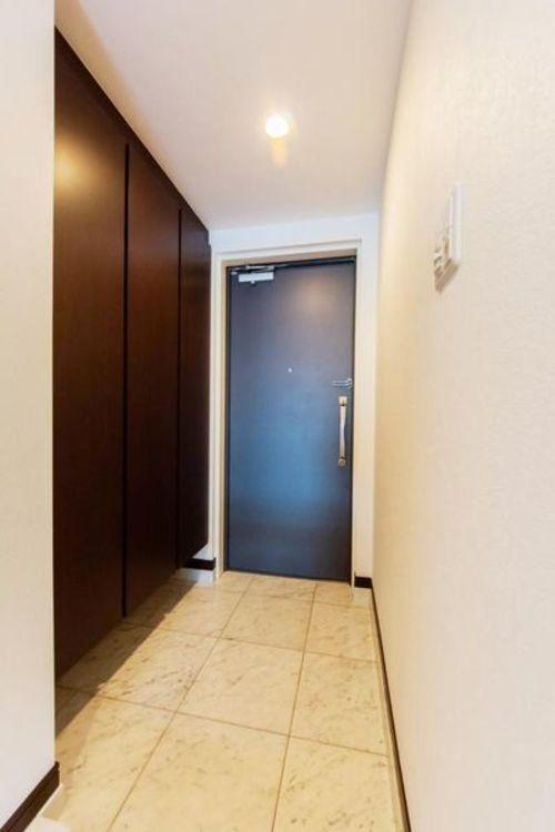 「玄関」高級感と清潔感を感じるスッキリとした玄関スペース