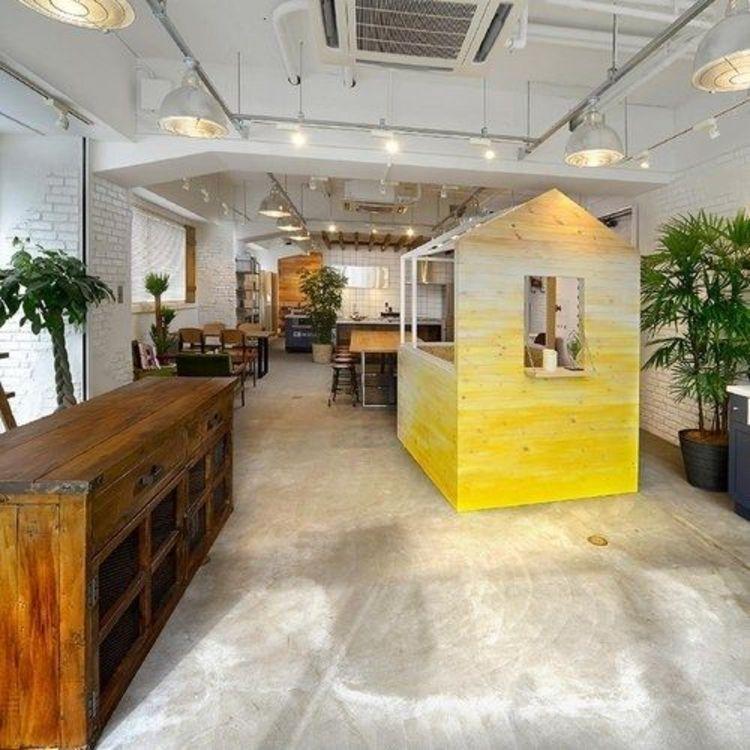 横浜徒歩5分の立地にショールームがございます!不動産会社とは似つかない空間でお客様をおもてなしいた…