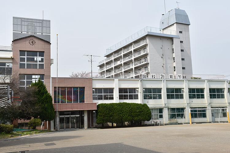 大田区立田園調布中学校まで1440m 多摩川台公園には国の史跡「亀甲山古墳」を始めとする古墳群があり、歴史の香り高い地域にある学校です。