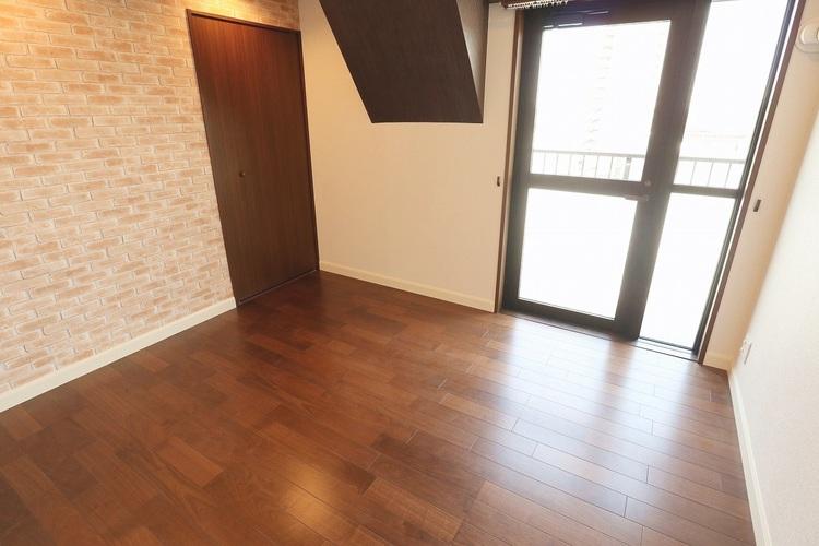 リビング部分と隣接する洋室には引き戸を採用し、開放感のある空間を作り出せます