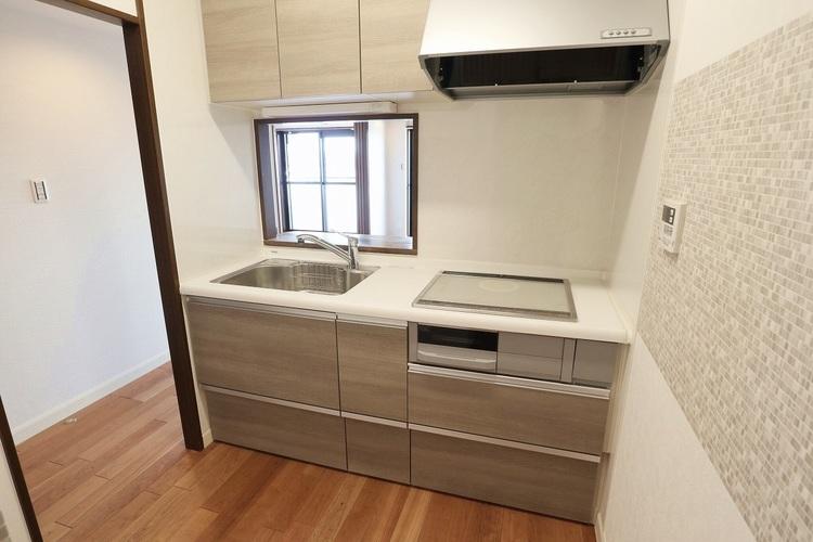 お部屋に匂いがつきにくい半独立型キッチンです