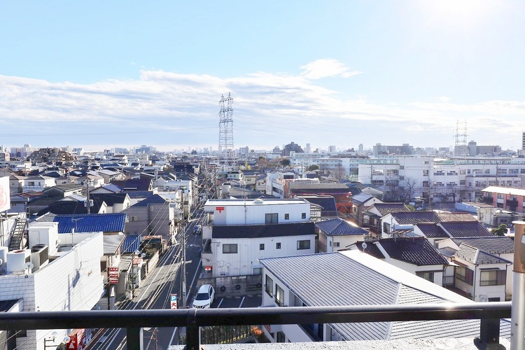 晴れた日には東京スカイツリーを眺められます