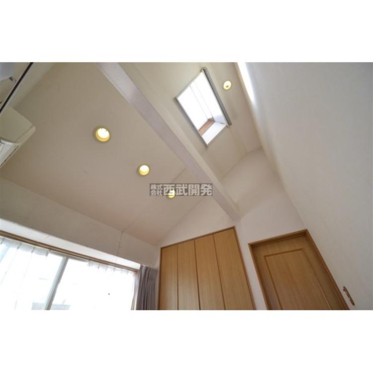開放感のある勾配天井