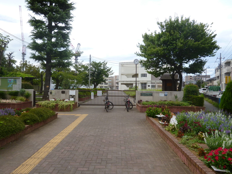 横浜市立綱島小学校まで530m
