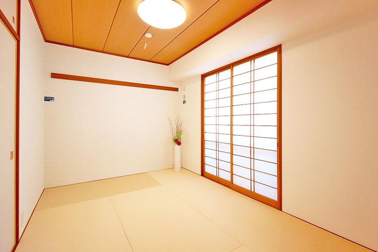 リビングに面した便利な和室です