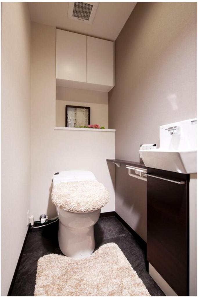 手洗いカウンター付き節水型タンクレストイレ(