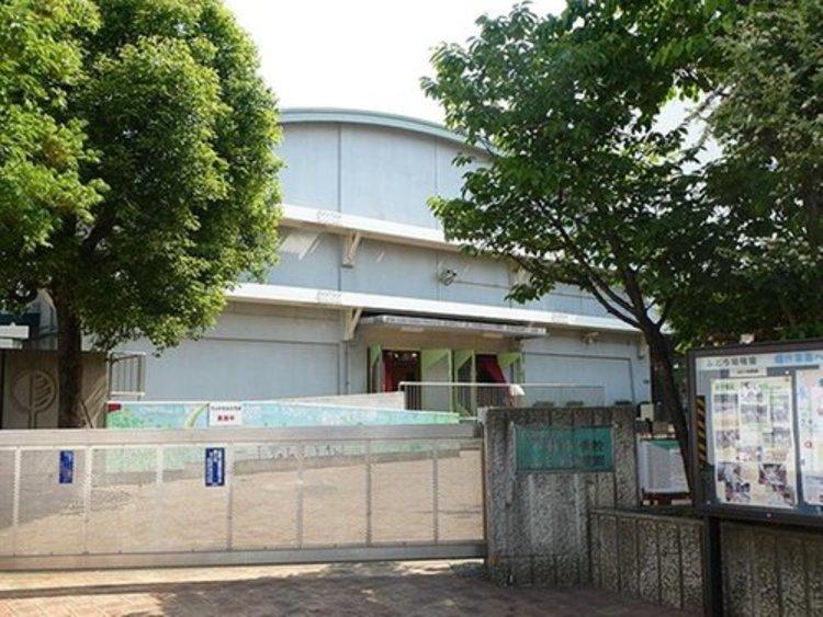 目黒区立不動小学校まで1100m。比較的閑静な住宅地が多く、付近に東京都立林試の森公園があり、多くの自然が残され、目黒不動尊などの歴史的な施設もあり、豊かな学習環境が整っています。