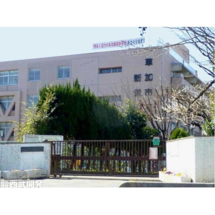 新栄中学校(約300m)