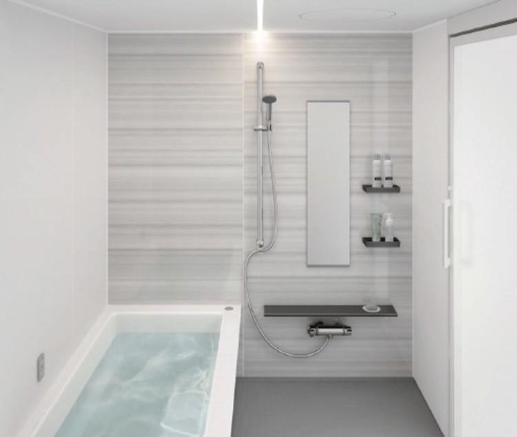 ブラック系のカウンターや床、メタル調アイテムで美しく引き締まったバスルーム
