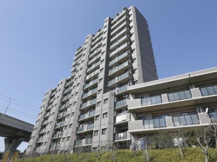 埼玉高速鉄道線「新井宿」駅徒歩11分。平成13年築、安心の新耐震基準マンションです