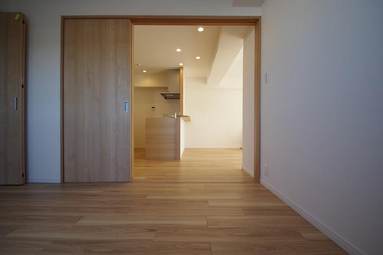 キッチン横には5.2帖洋室があります