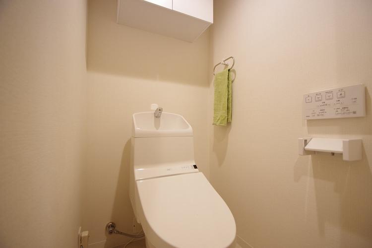 新規設置済みシャワー付きトイレ