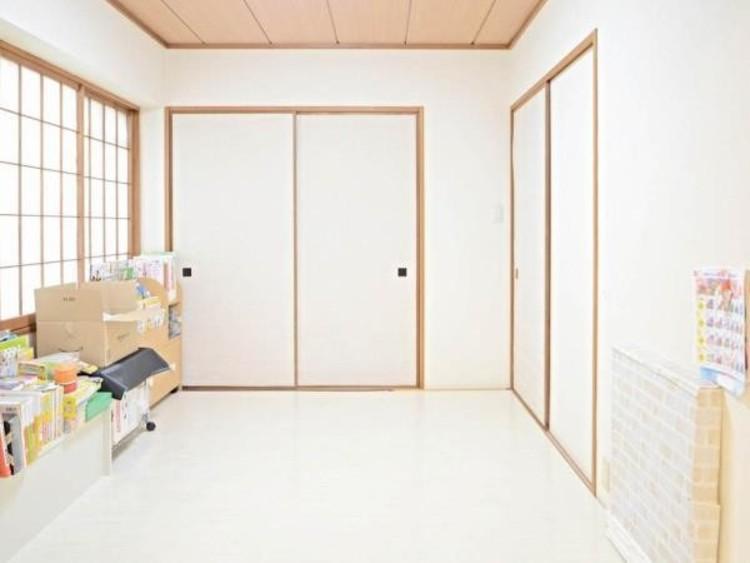 全ての居室に収納を設置。普段使いの衣類はもちろん、ご家族でこれから作るたくさんの思い出も大切にしまっておけます。お部屋にあまり収納家具をを置く必要が無くなり、ゆったりとした住空間に。